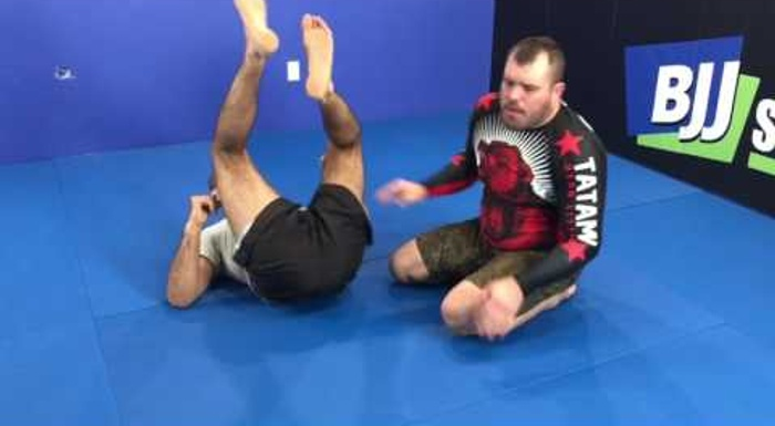 Dean Lister teaches how to thwart the omoplata in BJJ