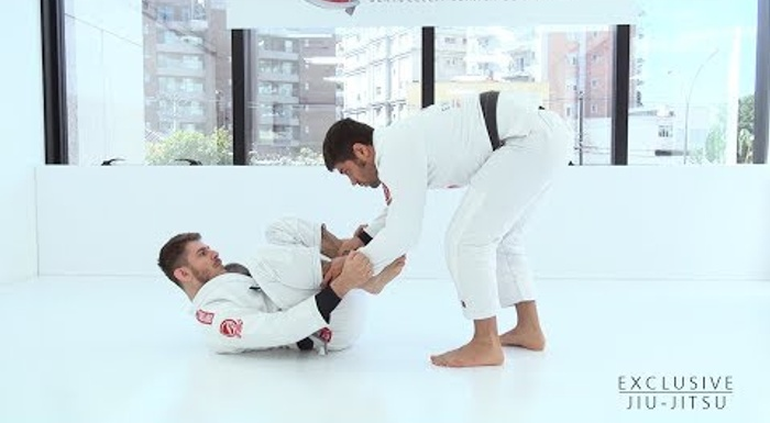 BJJ: Learn the concepts of the standing guard pass