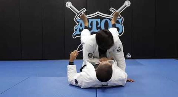 André Galvão mostra como usar o arm drag da guarda fechada para pegar as costas no Jiu-Jitsu