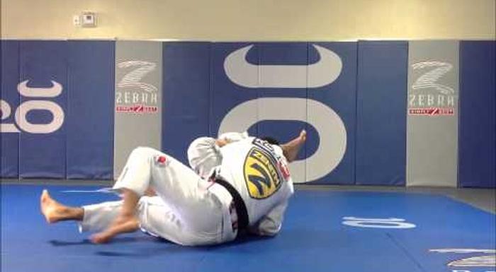 Jiu-Jitsu: Mikey Musumeci ensina giro do berimbolo para o omoplata