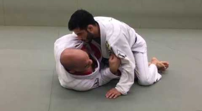 BJJ: Learn how to sweep from the X-guard controlling your foe's belt, with Fabio Gurgel