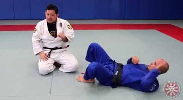 BJJ: Saulo Ribeiro teaches a valuable detail to defending against the armbar