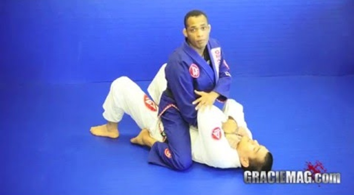 "Brazilian Jiu-Jitsu lesson: Rafael ""Barata"" Freitas teaches how to apply the baratoplata"
