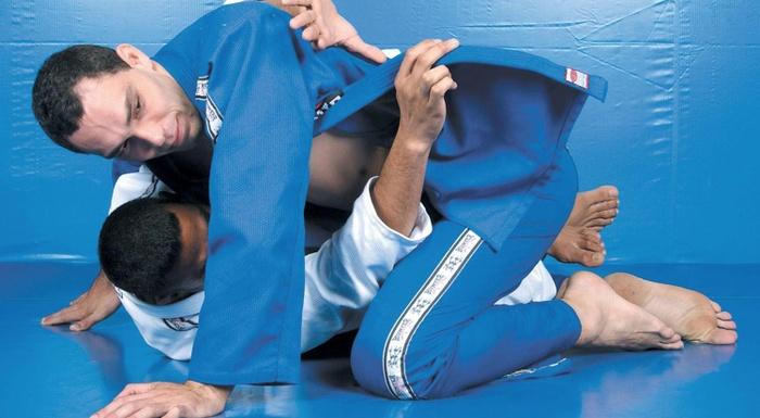 Fabricio Werdum teaches reversal with shoulder lock