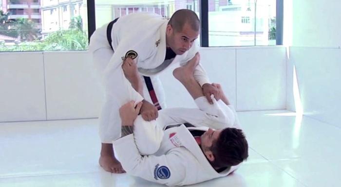 Brazilian Jiu-Jitsu lesson: Leozinho Vieira teaches how to defend from spider guard and get the side control