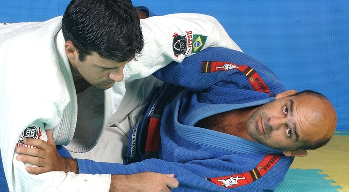 Half-guard sweep featuring Roberto Gordo