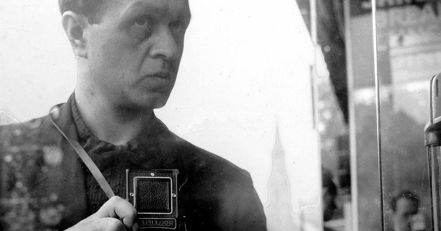 Cover Image - Selbstportrait Fred Stein mit Rolleiflex, New York, um 1941 © Stanfordville, NY, Fred Stein Archive