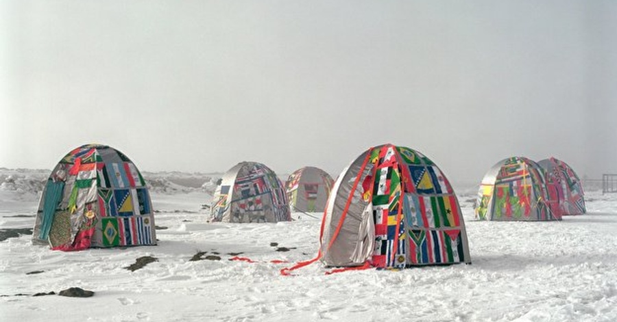 Cover Image - Lucy + Jorge Orta: Antarctic Village - No Borders 2007; Foto: Thierry Ball