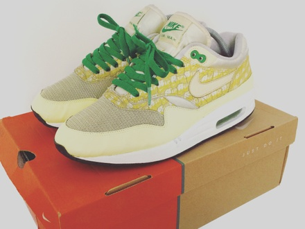 NIKE AIR MAX 1 POWERWALL LEMONADE US9 Trade only for Yeezy 350 v2 - photo 1/3