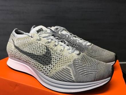 NIKE Flyknit Racer 9,5 43 Pure Platinum Cool Grey - White - photo 1/4