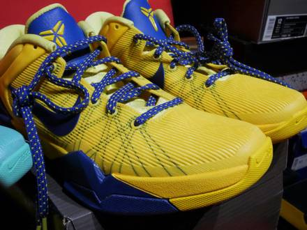 "Nike Zoom Kobe System VII 7 Barcelona Tour Yellow ""Away"" DS US 9.5 EU 42 BNIB 2012 Release - photo 1/4"