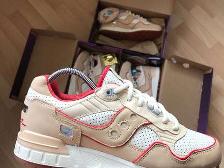<strong>Saucony</strong> Extra butter for the people - Friends & Family edition soho footpatrol invictus acht amsterd - photo 1/8