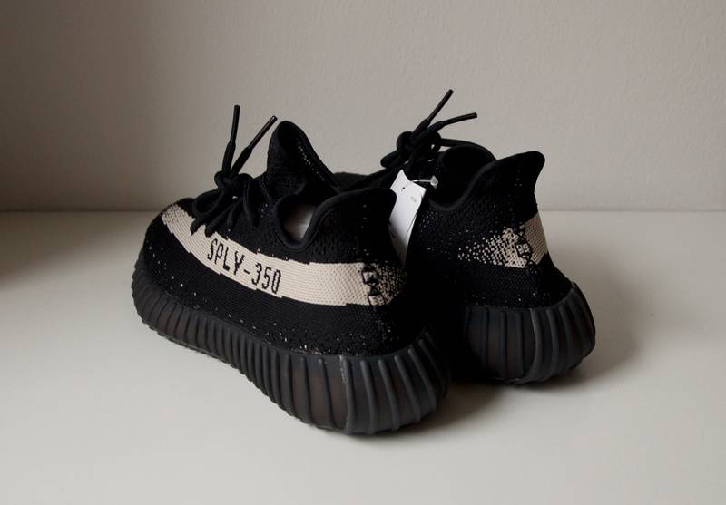 Adidas Yeezy Boost 350 V2 Black And Copper Size 10 Karakter