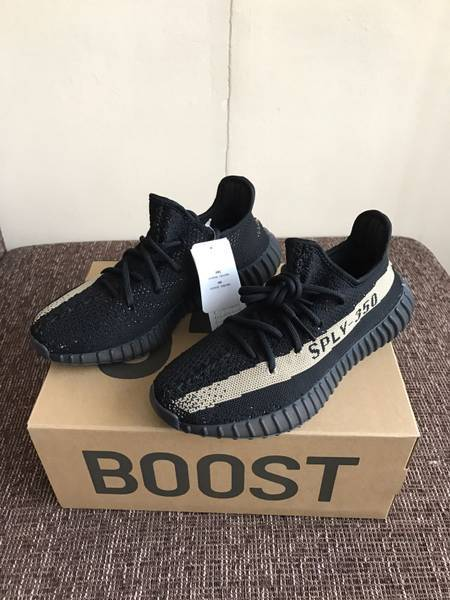 Adidas Yeezy Boost 350 V 2 Black Green BY 9611 Size 7.5 New in Box