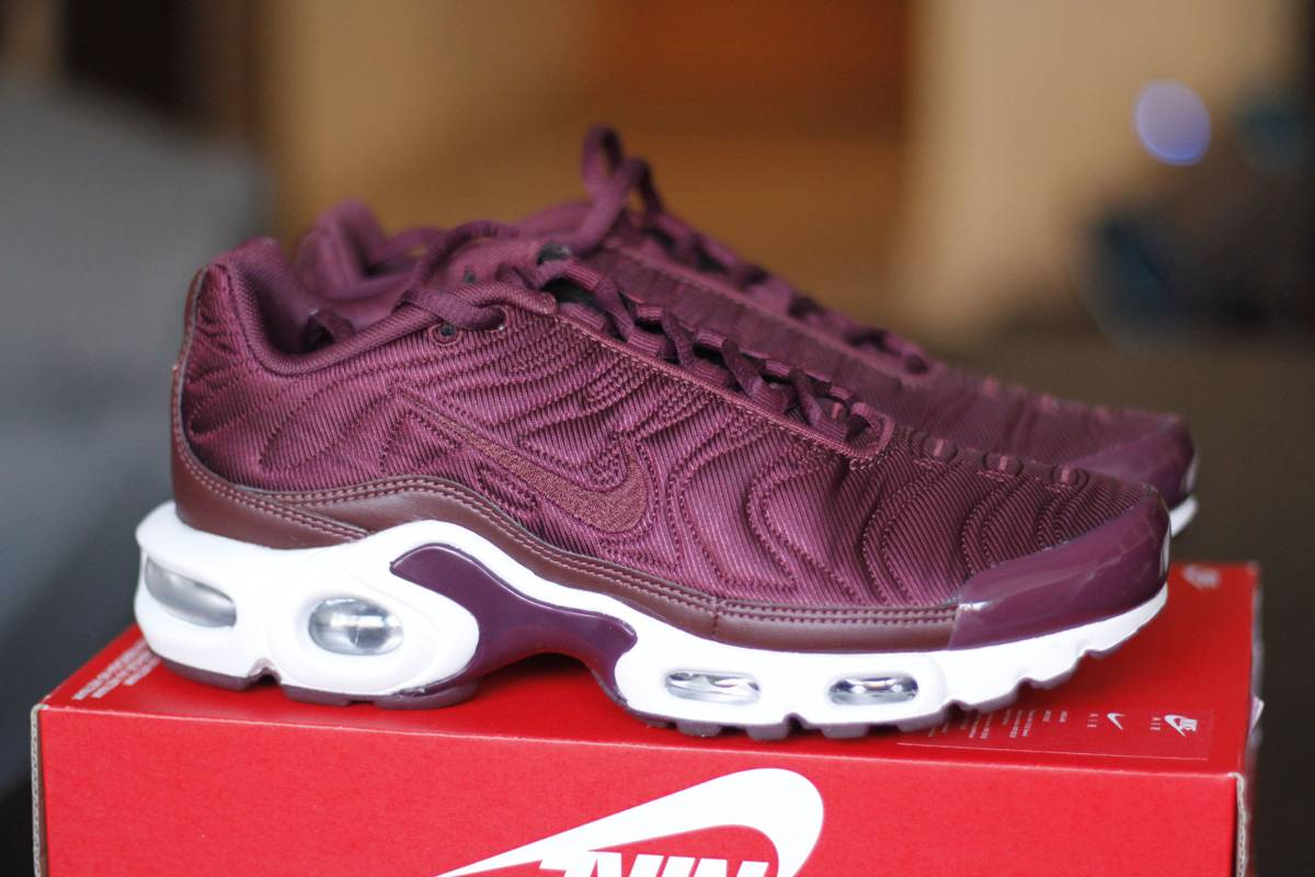 d4862f95c8 hot nike air max plus team red 852630 602 6a6f5 634d4; switzerland nike air  max plus tn se mtlc mahogany night maroon photo d893f d370d
