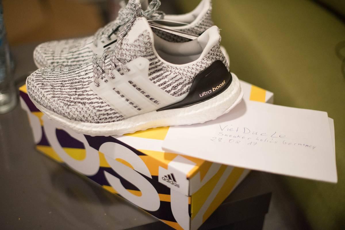 Brand New Ultra Boosts 3.0 oreo / zebra size U.S9 Men 's Shoes