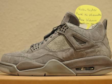 KAWS X Nike Air Jordan 4 IV Retro US 9.5 UK 8.5 EU 43 Undefeated DS Deadstock Cool Grey Patta - photo 1/8