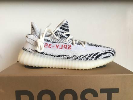 Adidas yeezy boost 350 zebra 43 1/3 (kaws, royal jordan nmd) - photo 1/5
