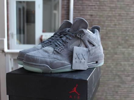 Nike Air Jordan 4 x KAWS - photo 1/6
