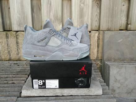 Nike Air Jordan 4 x KAWS - photo 1/8
