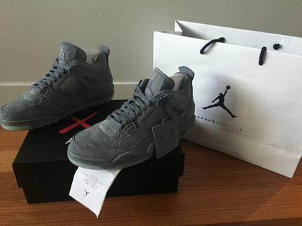 Nike Air Jordan IV x Kaws US 9,5 - photo 1/7