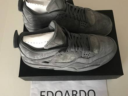 Nike Air Jordan IV 4 x KAWS - US 10.5 - UK 10 - 44.5 - photo 1/7