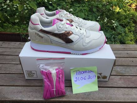 The Good Will Out x <strong>Diadora</strong> V7000 Caligula 'The Rise and Fall of The Roman Empire (Off-White/ Pink) - photo 1/8