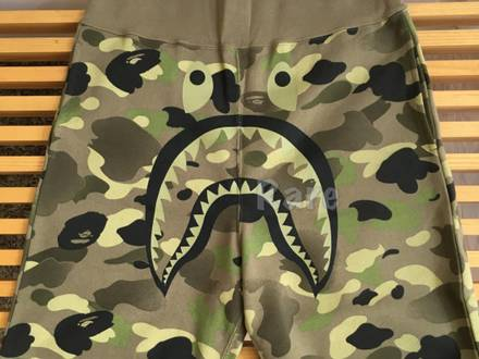 <strong>A</strong> <strong>BATHING</strong> <strong>APE</strong> x UNDEFEATED camo UNDFTD shark BAPE short L - photo 1/5