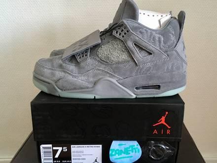 Nike Air Jordan 4 Retro x KAWS DS - photo 1/7