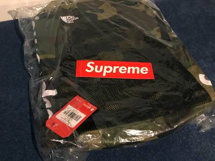 Supreme/The North Face Waterproof Backpack Woodland Camo - photo 1/5