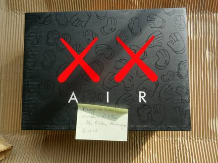 Nike Air Jordan 4 Retro Kaws - photo 1/5