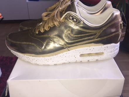 "online retailer 55d6e 80e5e That WMNS Nike Air Max 1 ""Liquid Gold"" that popped up this week does  ltstronggtNikeltstronggt ."