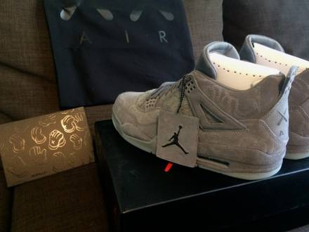Nike Air Jordan 4 Retro X KAWS US9,5 - photo 1/5