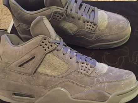 Nike Air Jordan Retro IV 4 Kaws - photo 1/8