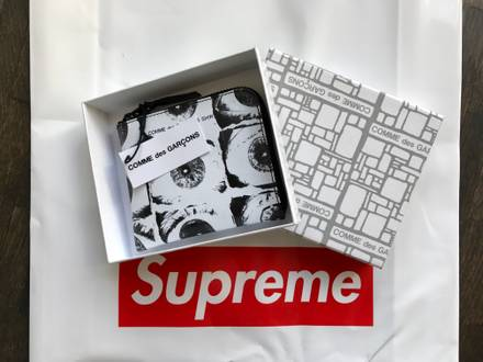 SUPREME x <strong>Comme</strong> <strong>des</strong> <strong>Garcons</strong> Shirt Eye Wallet White CDG TNF New - photo 1/5