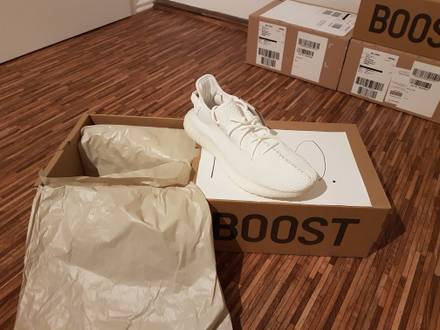 US 10 <strong>adidas</strong> yeezy <strong>boost</strong> 350 v2 cream <strong>white</strong> <strong>triple</strong> black nmd 750 bred beluga zebra <strong>ultra</strong> ultraboost - photo 1/5