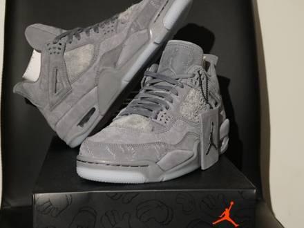 Nike Air Jordan 4 Retro KAWS - photo 1/8