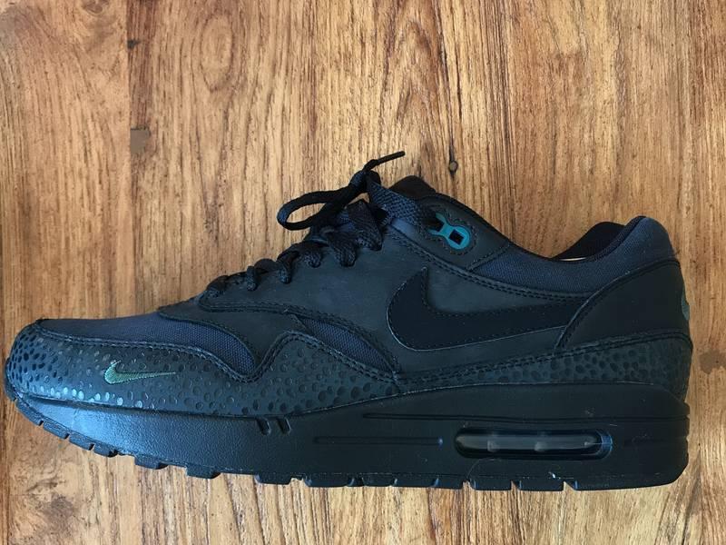 super popular d65e5 29b22 Nike Air Max 1 PRM Safari quotBonsaiquot All Black Mini Swoosh .
