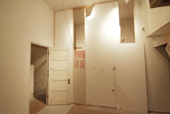 1 Bedroom, 1 Bathroom Abandoned Gallery. Storefront Space.