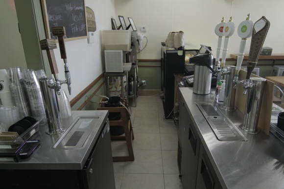 A small restaurant, coffee shop with tiled floors and a modern kitchen. Business hours: 7:30AM to 9PM. Overnight is allowed from 9PM to 7AM.