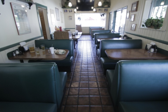 An Italian Pizzeria and Deli that is very reminiscent of the 80's and 90's era. It offers a dinning room for 45 and outdoor patio siting.  Business Hours 10am-9:00pm Allows close down for extra pay. 1 floor.