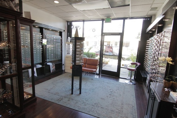 1 floor. Office recently remodeled, very modern retail store and doctors office.