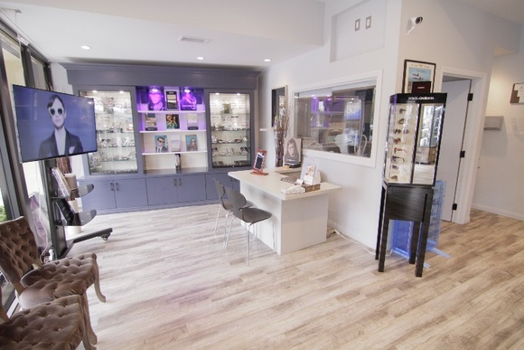 Ultra Modern eye center with fully equipped examination rooms. Optical boutique with a nice receptionist area and desks for costumers services. 