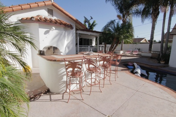 Beautiful tropical 2000sqft home with pool, jacuzzi, 2 different waterfalls and a tranquil patio. 1 bedroom + 2 bathrooms. 1 floor.