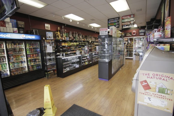 Tobacco pipes, cigars and cigarettes, vaporizers, hookahs  and accessories shop.