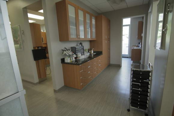 Dental center features the combination of the finest amenities and advanced technologies.