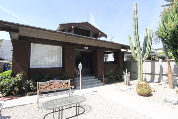 Hollywood Style House from the 40s. Rate applies to 7AM-9PM.  Overnight is negotiable.  1 Master Bedroom, 1 Bathroom available for filming plus Living Room, Kitchen and Exterior.