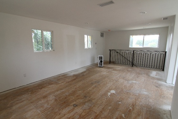 2 Story, 2 Bedroom, 2 Bathroom empty unfurnished guest house. You can also rent the main house. To rent both the rate will be: student - $84 an hour, independent - $125 an hour, commercial $209 an hour. Follow this link to see the main house: https://locations.film/location/468