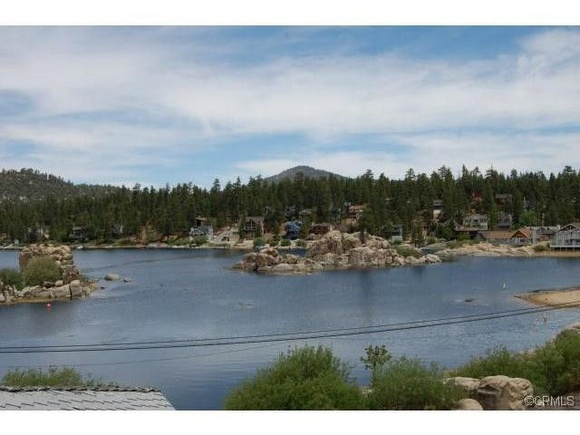 House, Cabin next to the Lake with a pool table, Huge  Deck, Hot tub With the view of the Lake, Private Boat dock. If you want to shoot and sleep over at the house, please let us know when you reserve the scout or you make a booking.