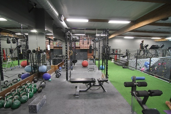 2 Floors. Business Hours: Mon, Wed (12PM-11PM), Tue, Thu (6AM-11PM), Fri (6AM-10PM), Sat-Sun (10AM-6PM). The rate stated is for crew of up to 15 people during business hours. Other rates during business hours: Up to 5 people - $1000 an hour, up to 10 people - $1500 an hour. These rates include the required fees for site rep and the trainer. For closedown: 10K for a 12-hour day plus extra $50 an hour if the trainer is needed. Over 25 people crew - rate is negotiable.